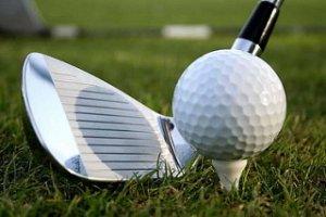 Golfklubok takarítása